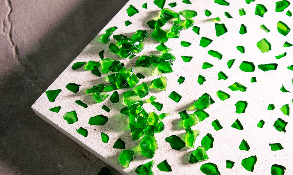 Green recycled crystal chips